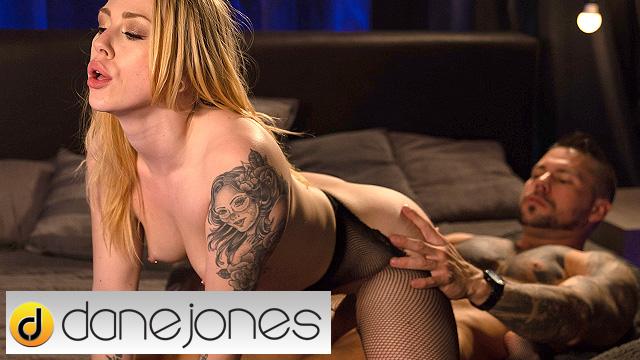 Kinky bondage with Dutch alt blonde